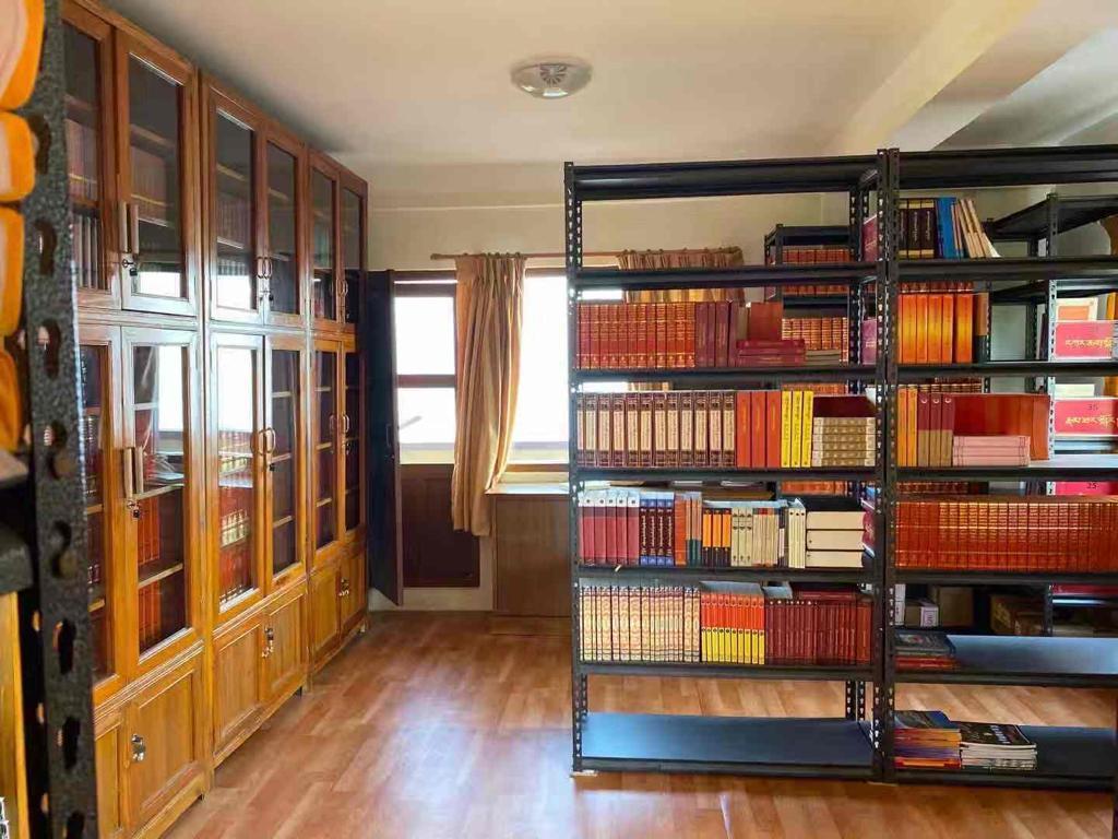 Una biblioteca per a les monges del convent de Nagi Gompa, Kàtmandu (Nepal)